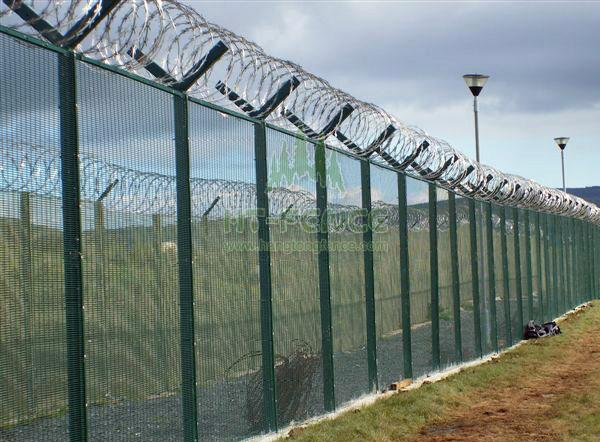 High security fence with razor&barbed wire